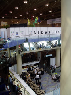 AIDS 2006: Delegates checking in, pick up Conference bag and materials.